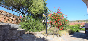 Villetta capo schiera con giardino privato