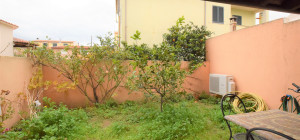Trilocale con giardino al centro di Olbia
