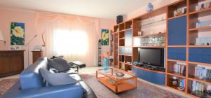 Ampio appartamento libero su quattro lati