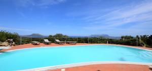 Villa con dependance, piscina , vista mare a Suiles